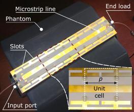 Die Leckwellenantenne ist aus periodischen Metamaterialstrukturen aufgebaut. D. Erni UDE/ATE